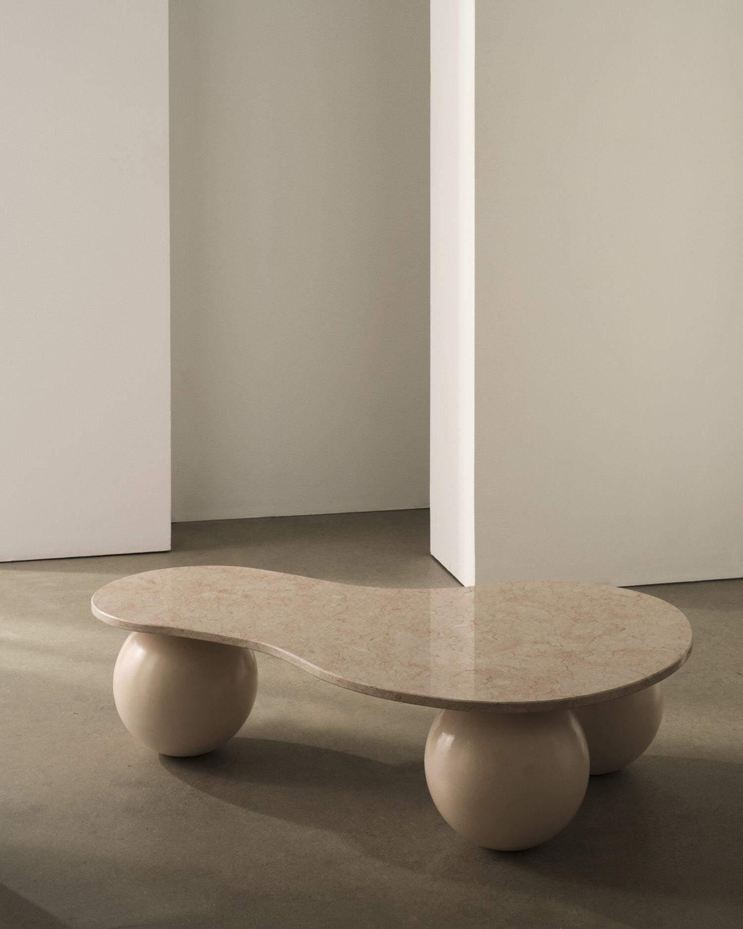 Мармуровий стіл