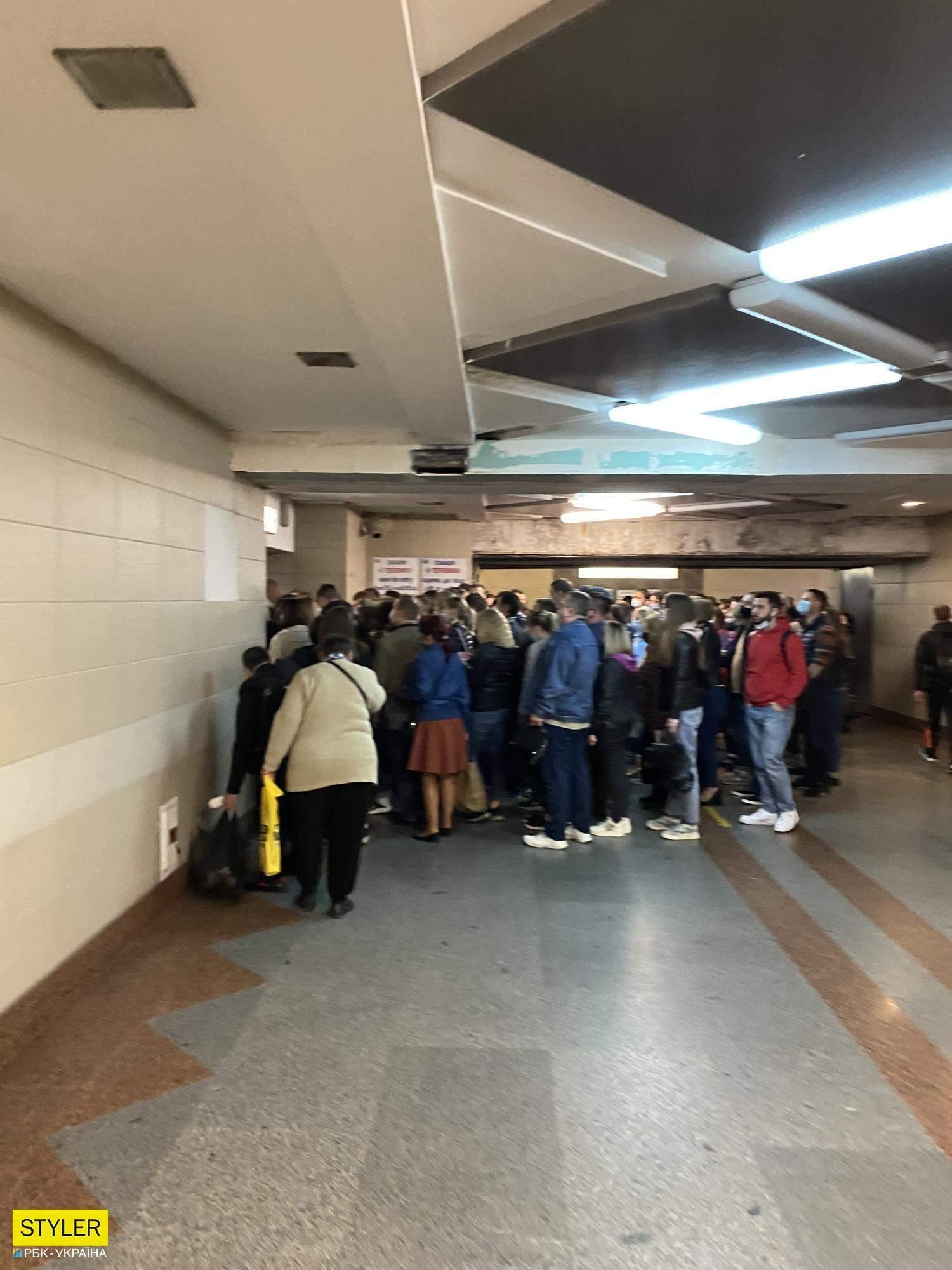 у київському метро знову масово порушують карантин