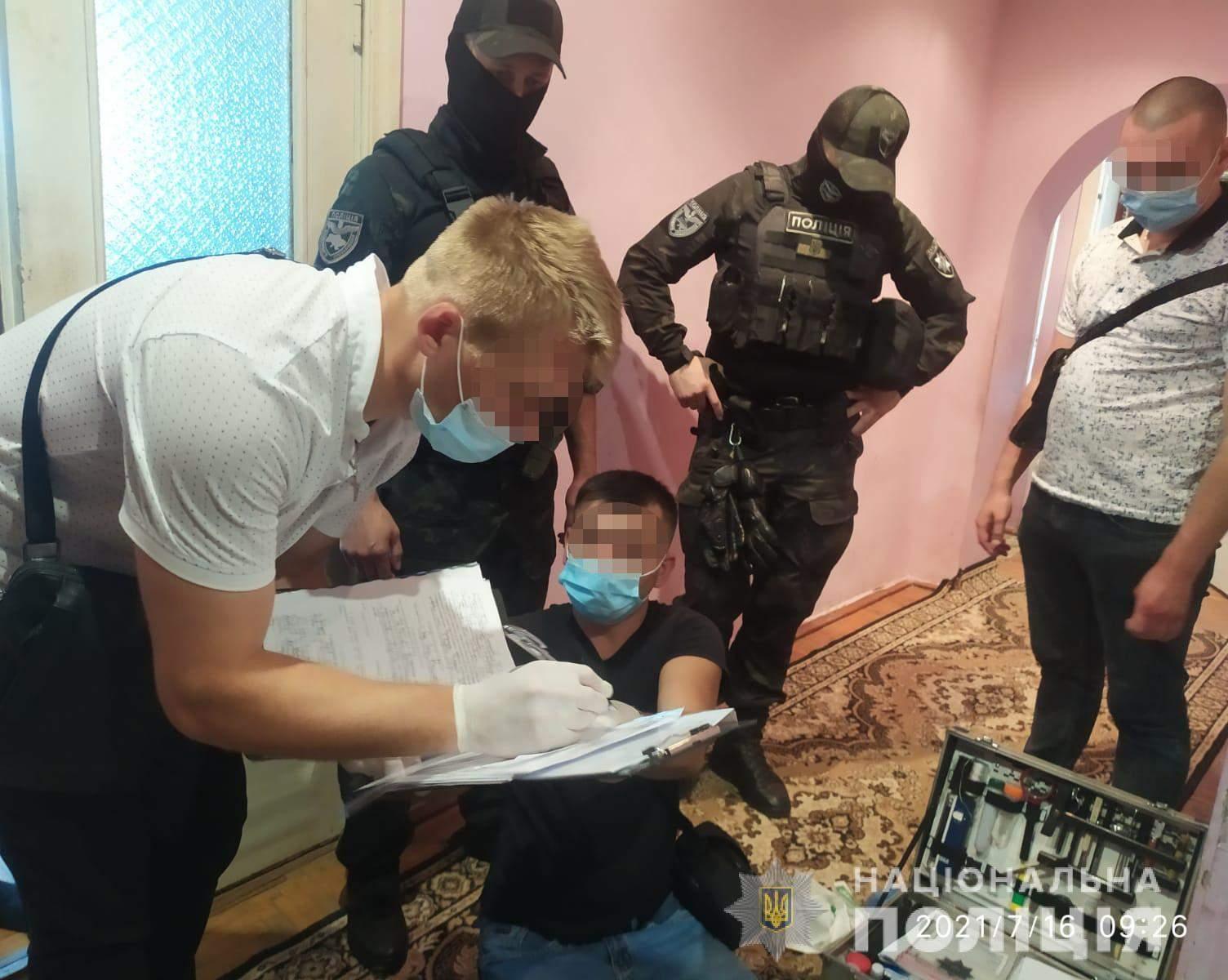 Прийшов у гості й зарізав господаря: на Львівщині затримали 34-річного чоловіка – фото і відео