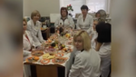Пацієнти нехай зачекають: у Росії лікарі влаштували застілля під час роботи