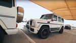 Дивитись і плакати: аукціон битих машин у Дубаї показали на відео