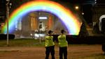 """В Варшаве построили """"несокрушимую"""" ЛГБТ-радугу после многократных нападений праворадикалов"""