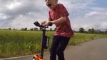 """Супер-татко збудував для свого 5-річного сина """"реактивний"""" самокат (відео)"""