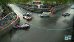 Первая за 5 сезонов мокрая гонка Формула Е на электрических болидах стала настоящим кошмаром для пилотов: видео