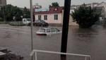 Внезапный ливень затопил Буковину: люди передвигаются по пояс в воде – фото и видео