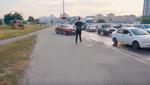 Киевским водителям мало 4 полос: ездят по тротуару