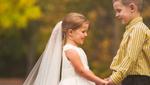 """Хвора 5-річна дівчинка """"одружилася"""" зі своїм другом перед операцією на серце: зворушливі фото"""