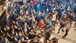 На турнірі ММА в Москві сталася масова бійка між глядачами і спортсменами – відео