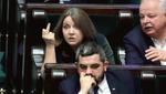 В Польше депутат показала нецензурный жест оппозиции: фото