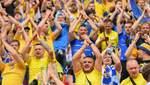 """Вболівальники заспівали гімн України та """"Червону руту"""" в літаку до Бухареста: відео"""