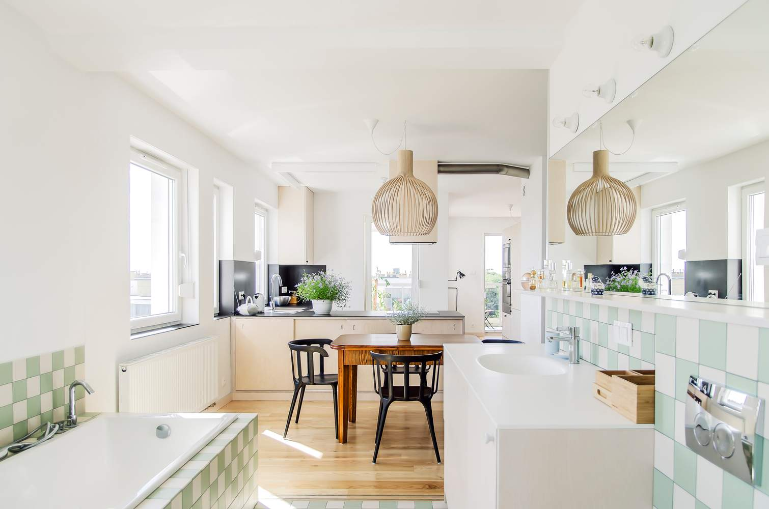 Кухню вдалось гармонійно поєднати з їдальнею / Фото Archdaily