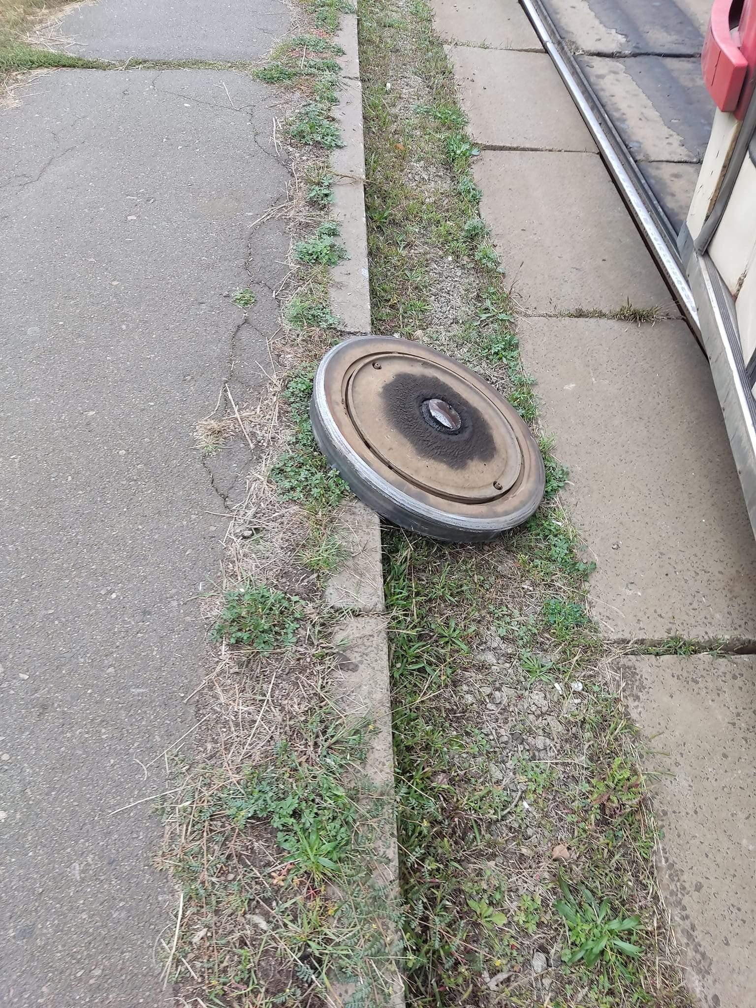 Троєщина, трамвай, відпало колесо, затор