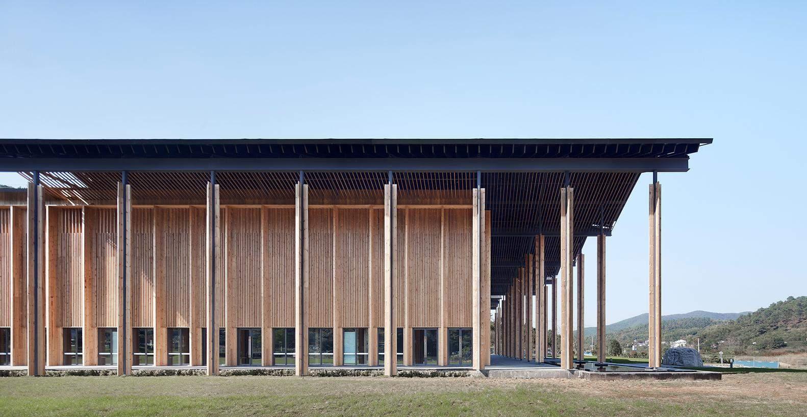 У побудові споруди переважає дерево / Фото Harmonies Magazine