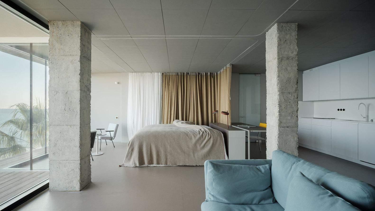 Попередні стіни вдалось знести та збільшити простір / Фото Archdaily