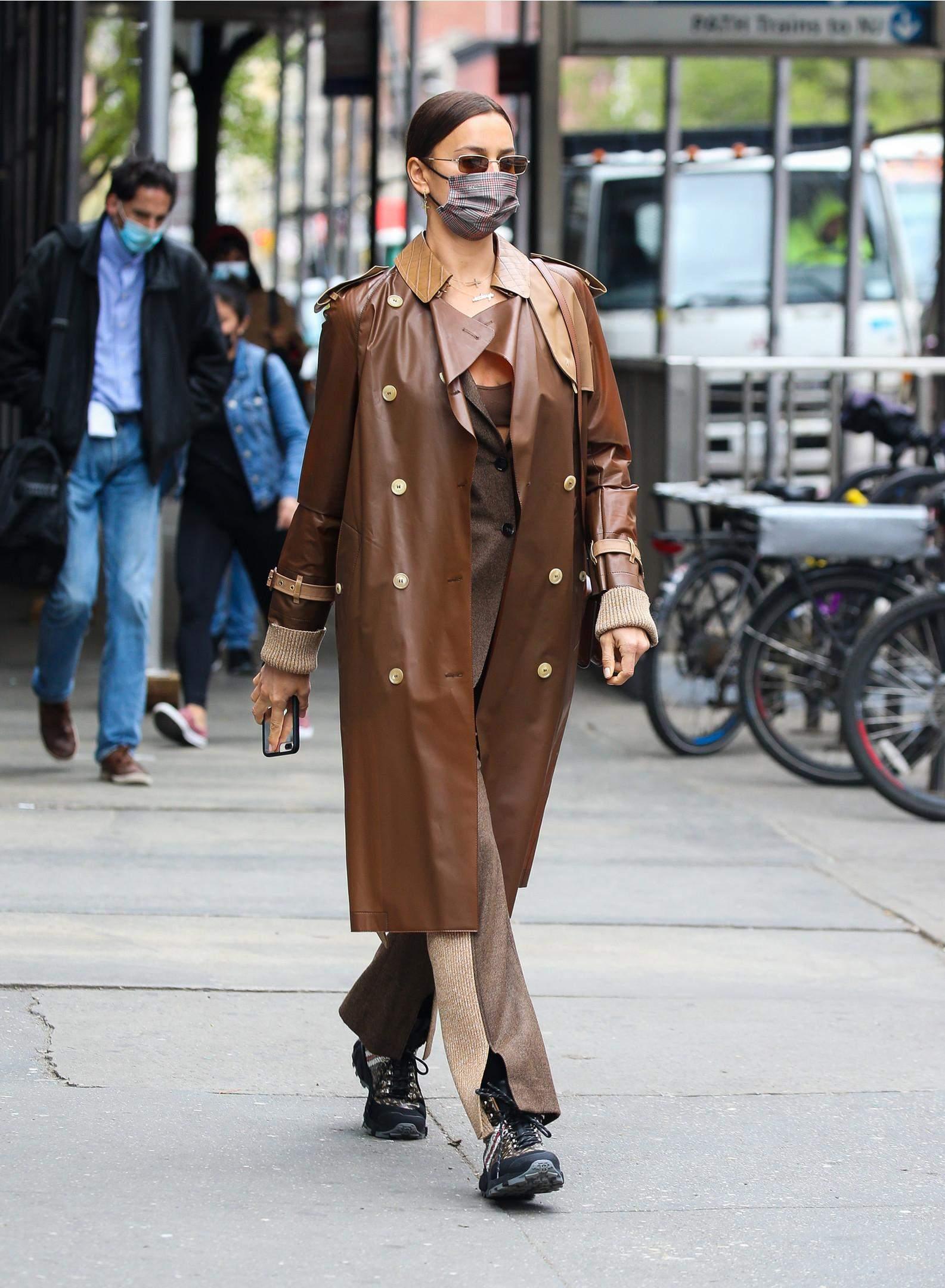Ірина Шейк прогулялася у стильному образі / Legion Media