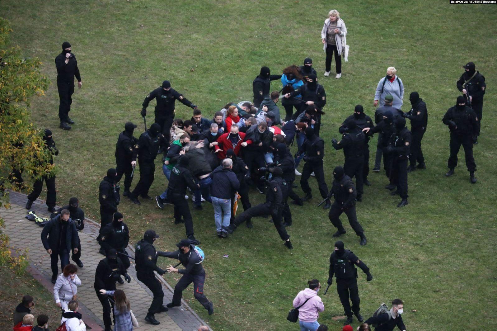 Побиття учасників протесту силовиками