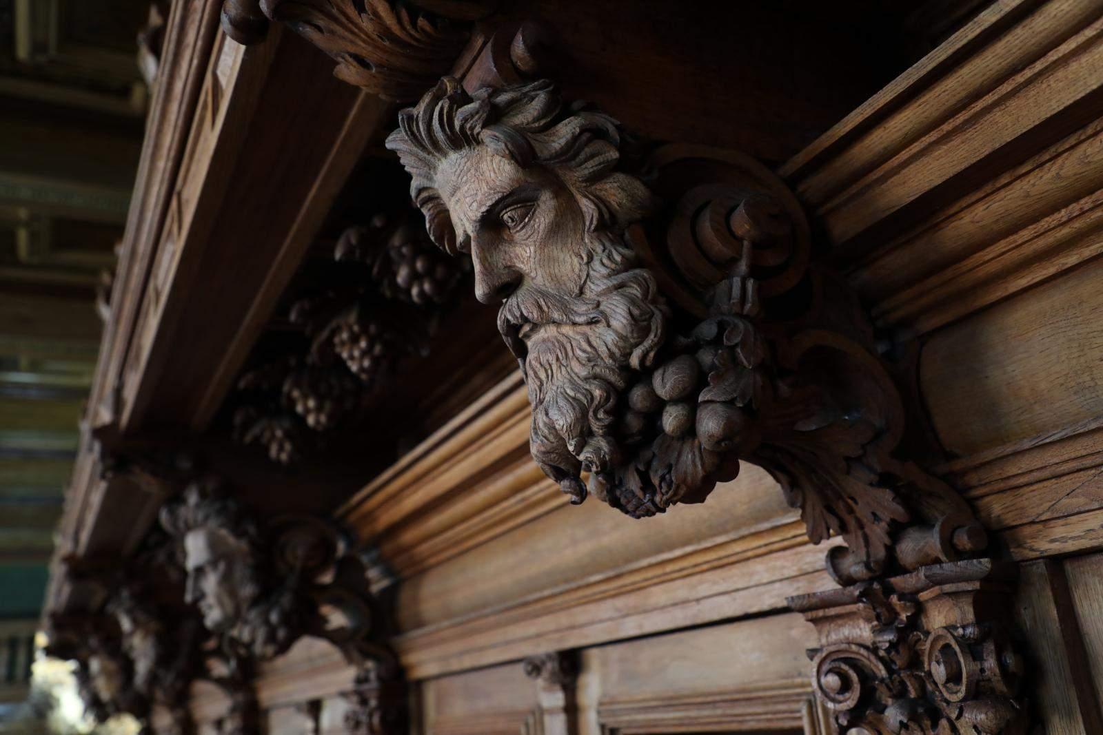 Унікальний дерев'яний декор був частково зіпсований в радянські часи