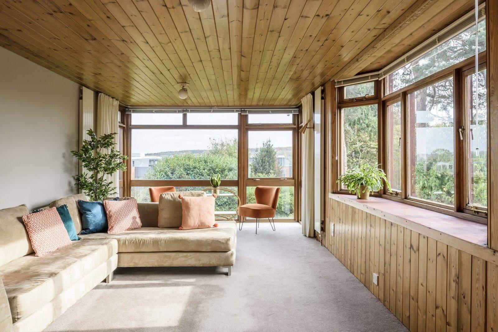 Дерев'яна стеля створює ефект безмовності  / Фото Dwell