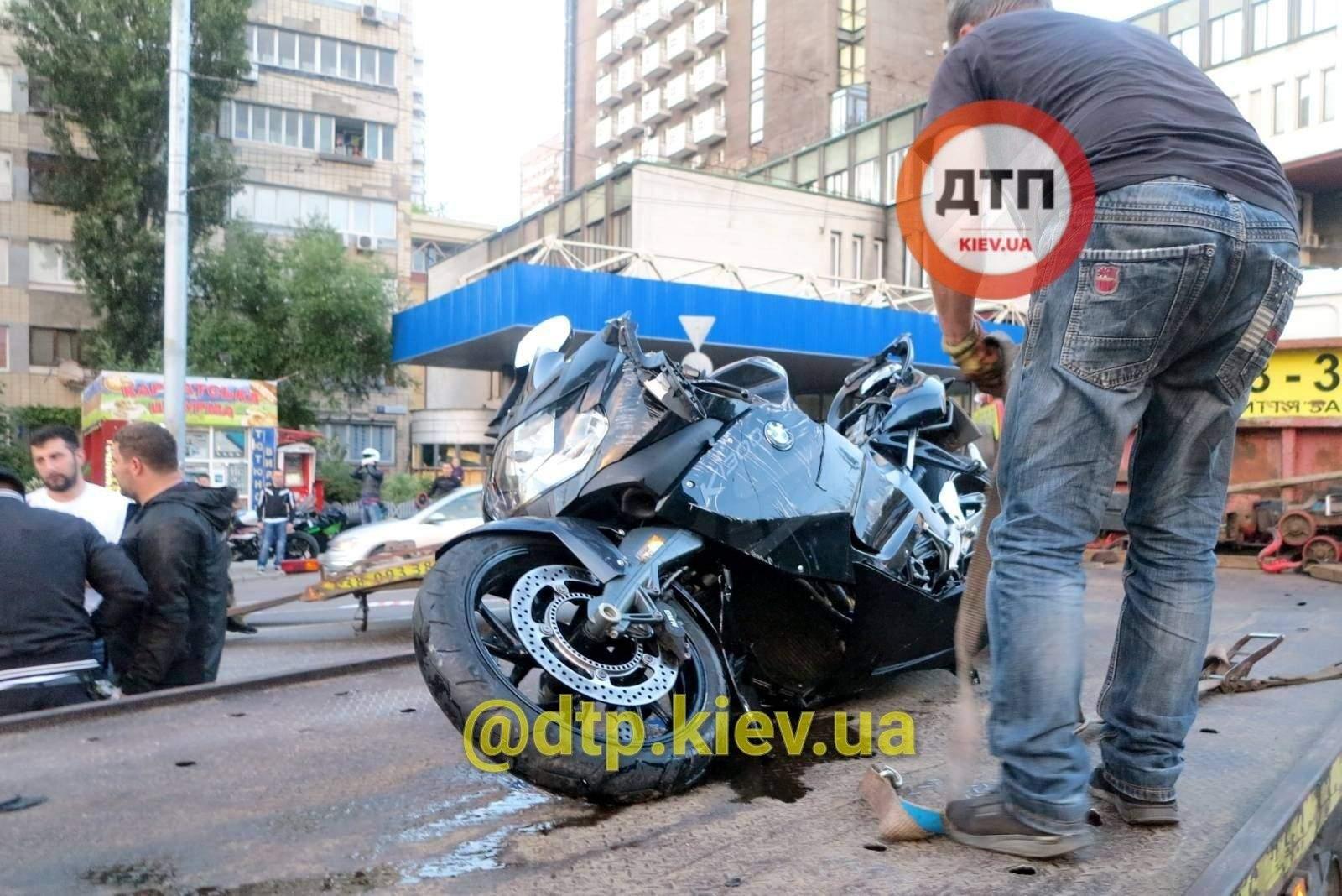 Мотоцикл розбитий