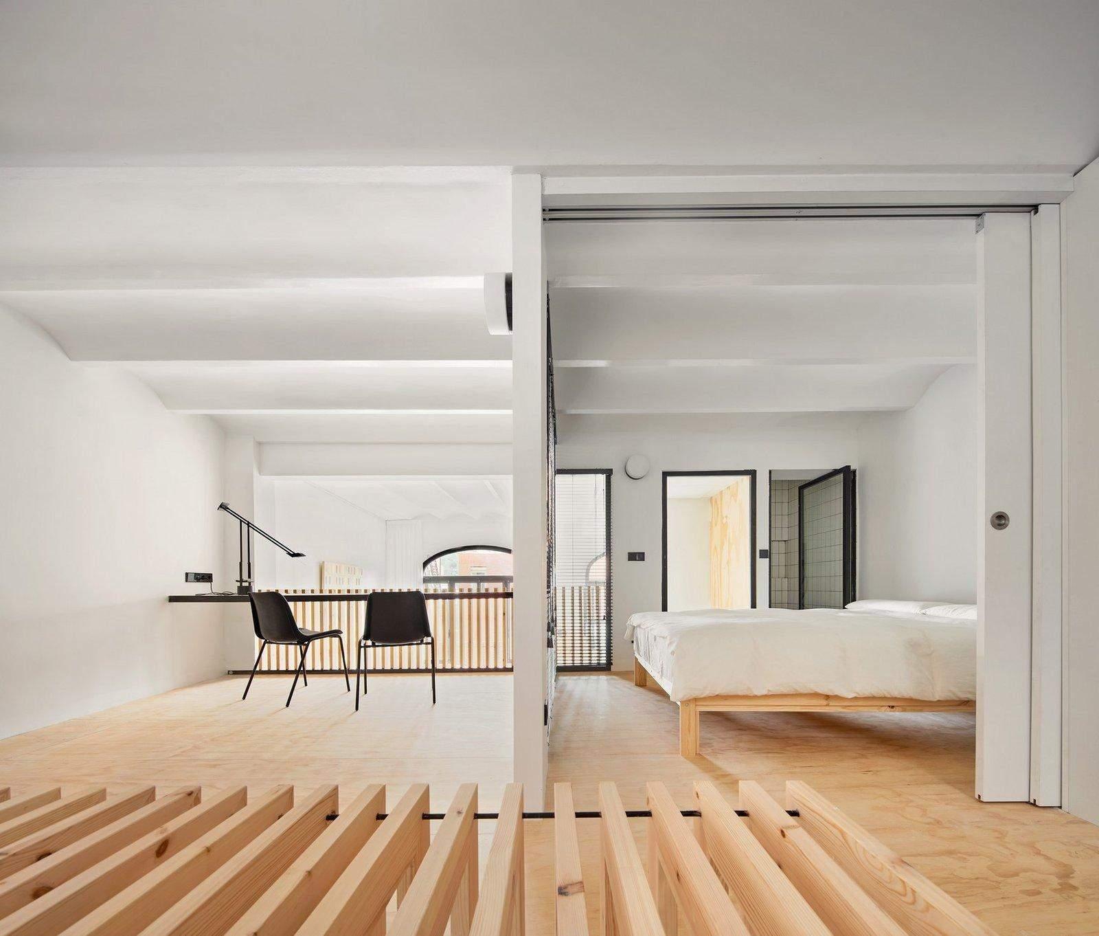 З закинутого приміщення в просторий дім: фото мінімалістичного проєкту в Барселоні
