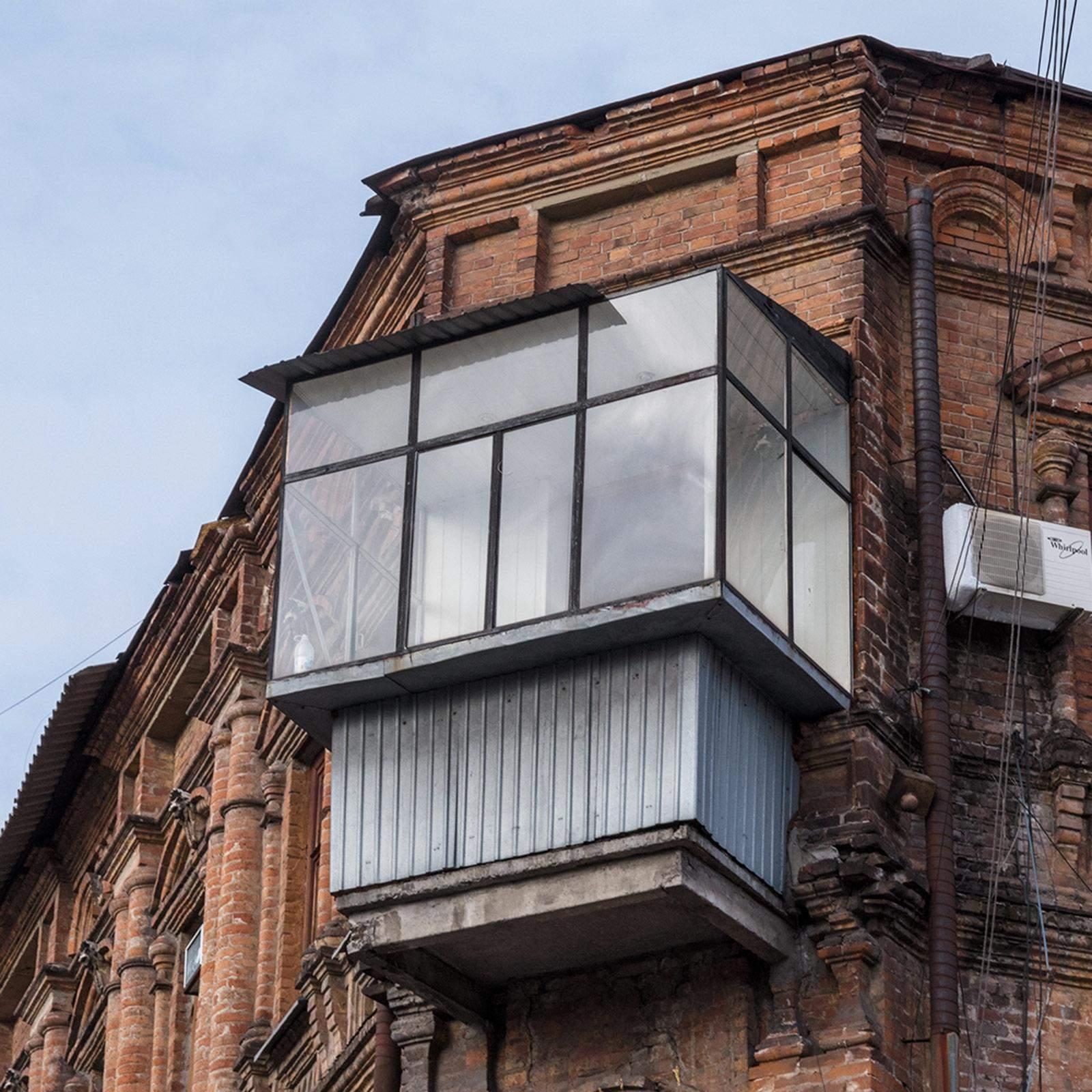 У Києві хочуть штрафувати за кондиціонери та спотворені балкони