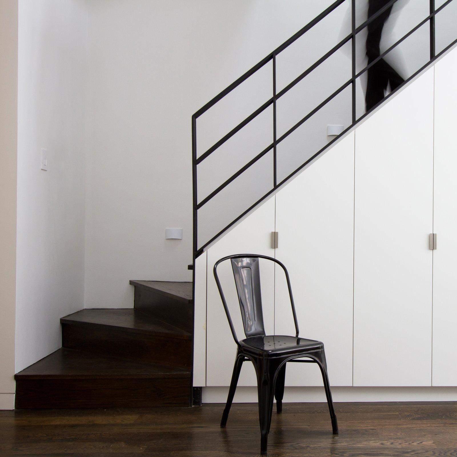 Як організувати зручне зберігання під сходами