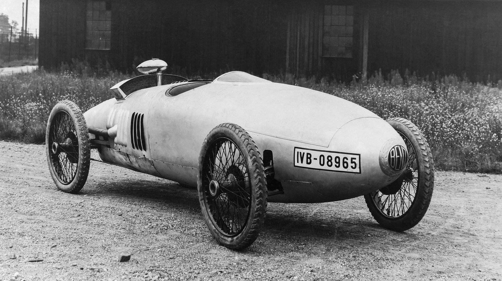 Гоночный автомобиль Порше создал в 1923 году