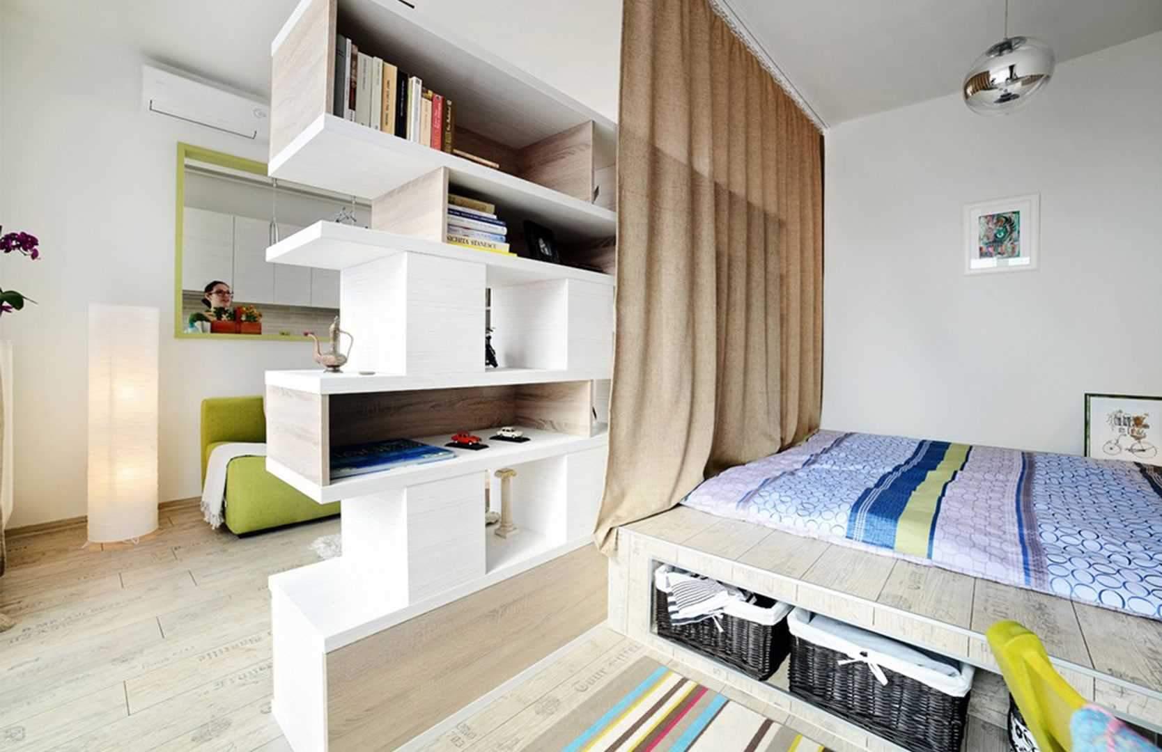 Кімнату можна розділити на зони за допомогою стелажів