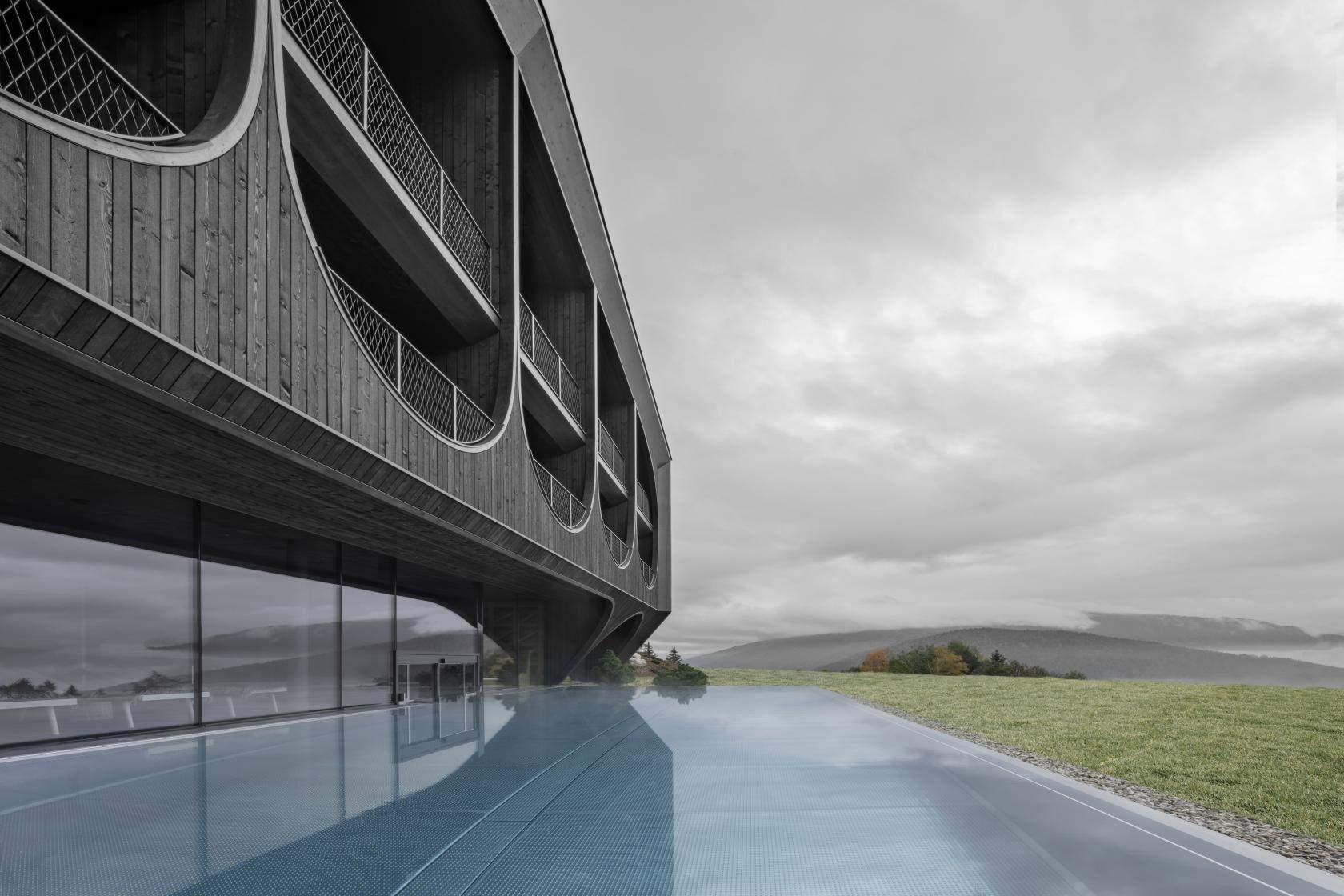 Неймовірний басейн  / Фото Wallpaper
