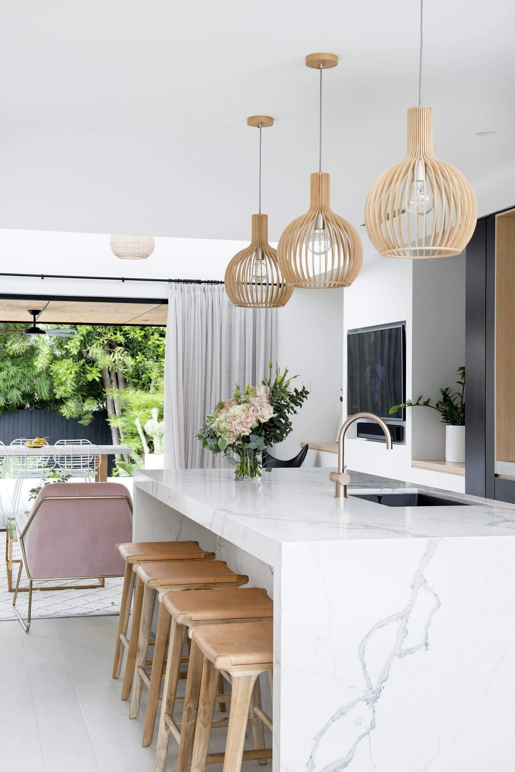 Як підібрати довговічні штори на кухню: матеріал, довжина, колір