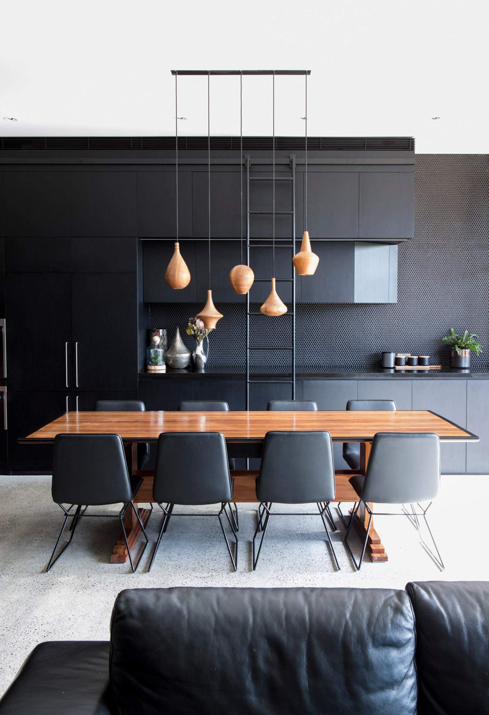 Кухня з інтер'єром у чорному кольорі