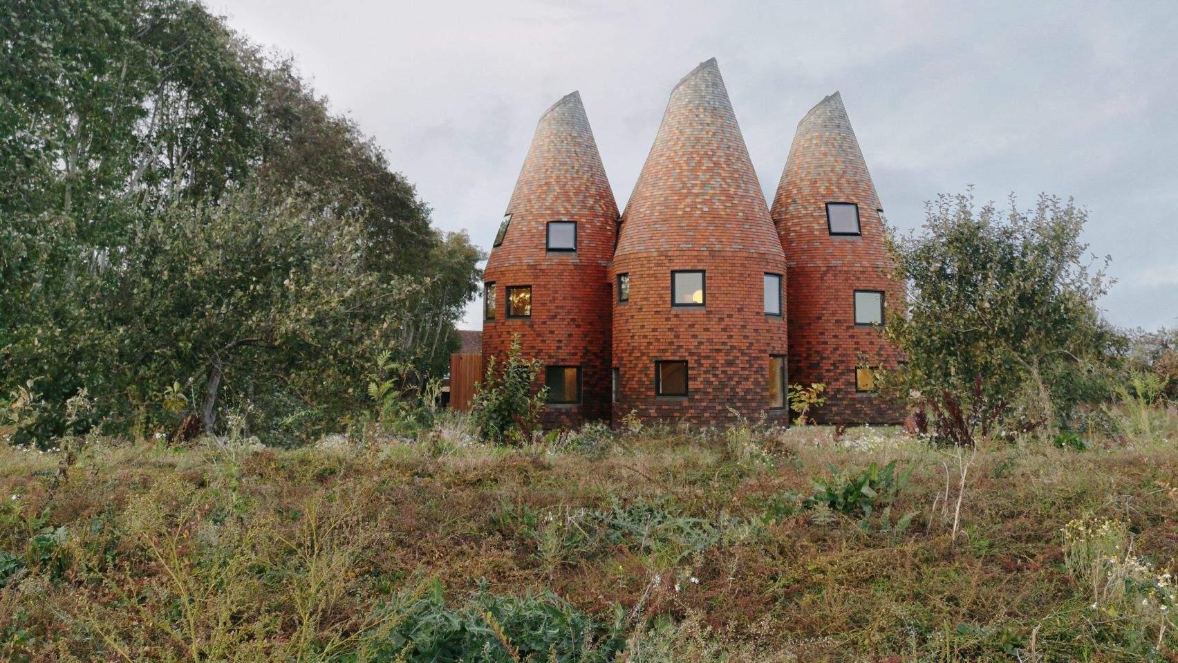 Приватний будинок Bumpers Oast від ACME в графстві Кент / Фото  Dezeen