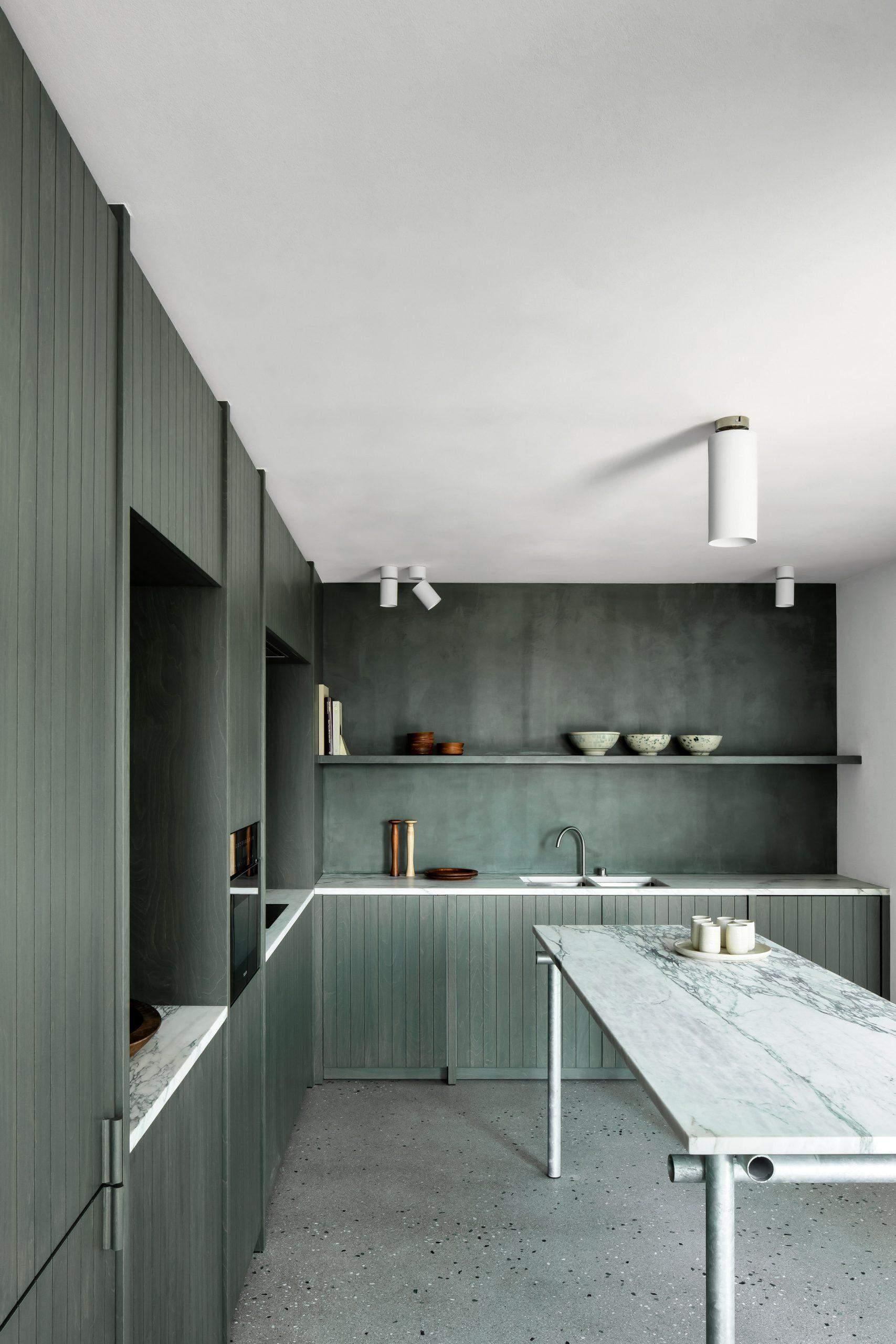 Кухня, що має колір водоростей та пляжних трав