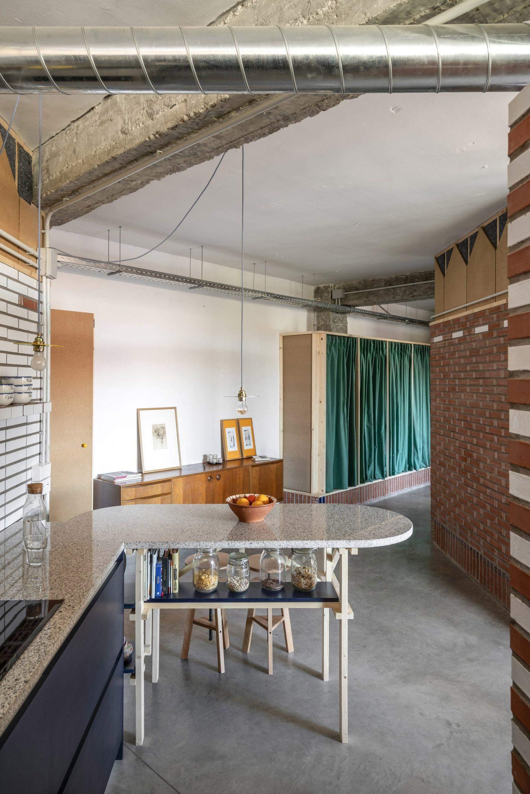 Потолок остался таким, как был в типографии