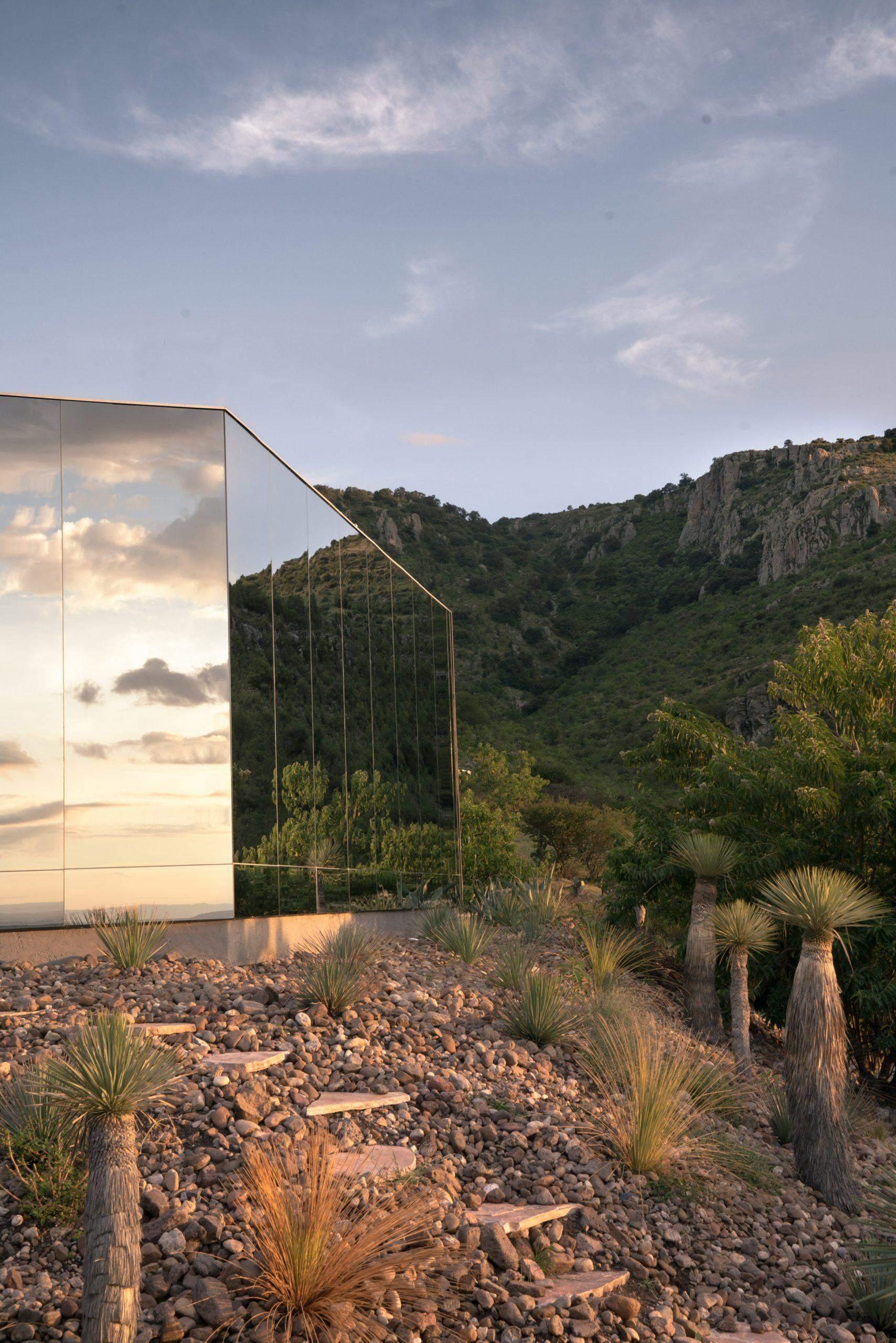 Поміж 10 тися гектарів незайманої природи  / Фото Dezeen