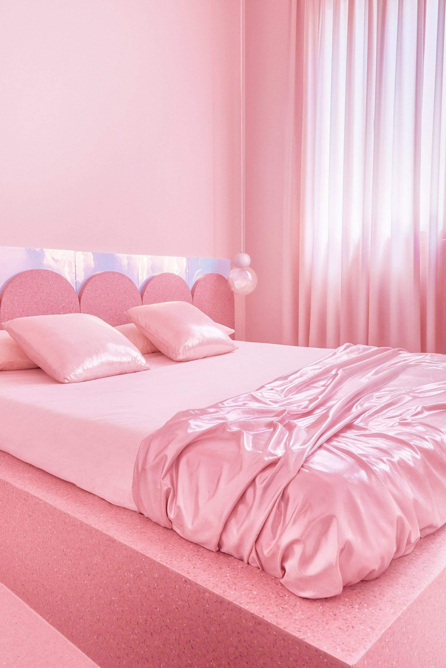 Спальня схожа на іграшкову