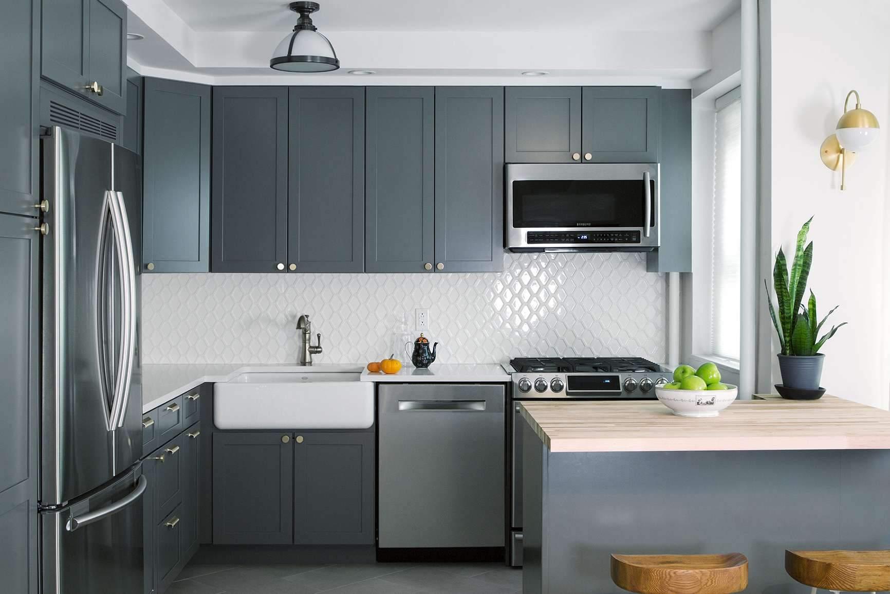Gоєднання сірого та пастельних тонів на кухні