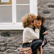 Чи варто бути другом для своєї дитини: переваги та ризики