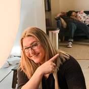 Молоді батьки заснули під час фотосесії їх новонародженої дитини: миле фото