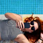 Почему подростки публикуют много селфи в соцсетях и как к этому относиться родителям