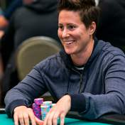 Ванесса Селбст скучила за покером: королева гри повертається