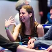 Универсальная женщина: из покера – в банковское дело