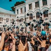 Почти каждый второй безработный в Украине имеет высшее образование