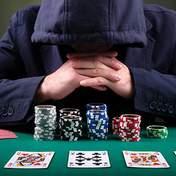 Чоловіка покарали за перемогу в жіночому покерному турнірі