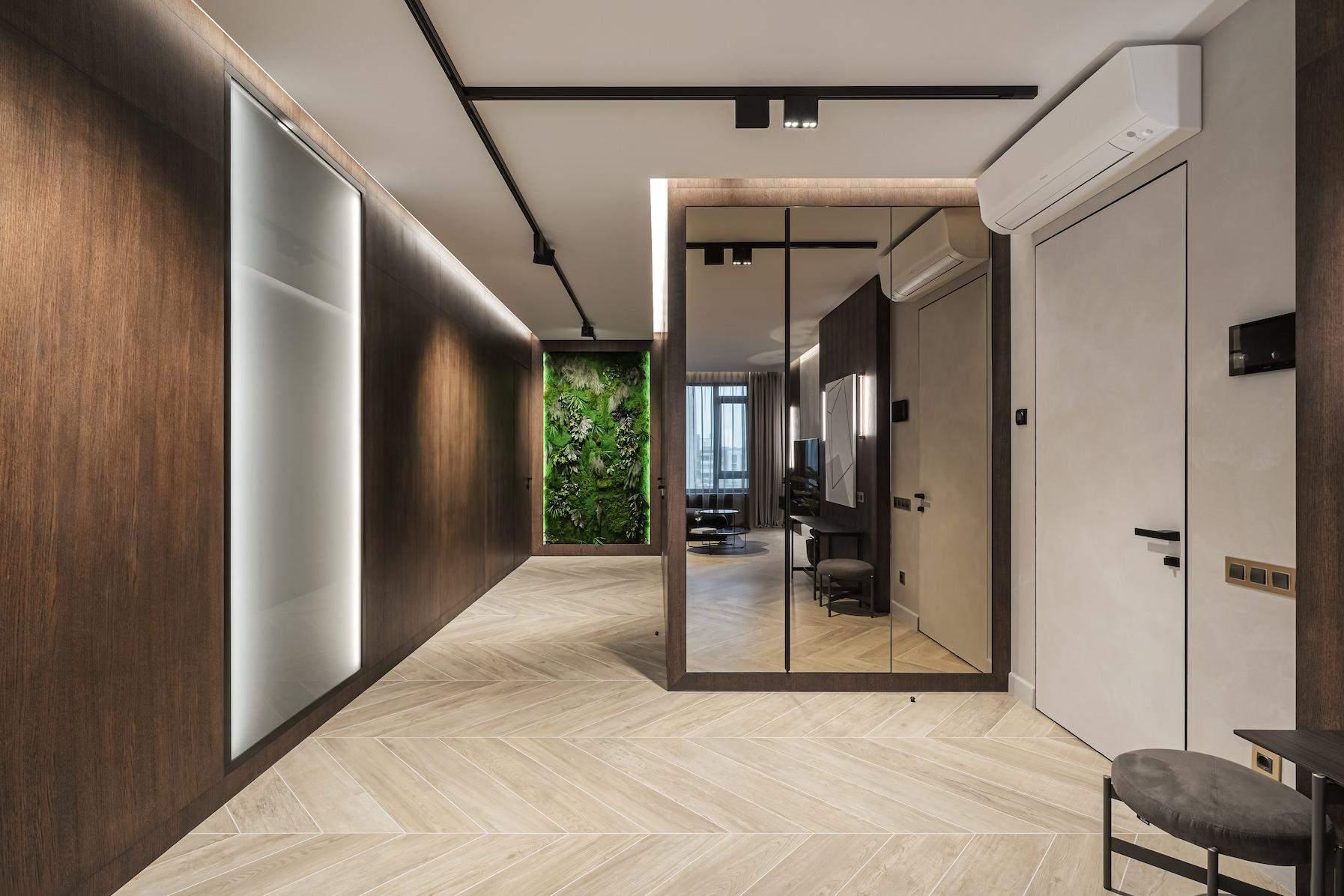 Завдяки продуманому плануванню коридор виглядає ширшим і просторішим