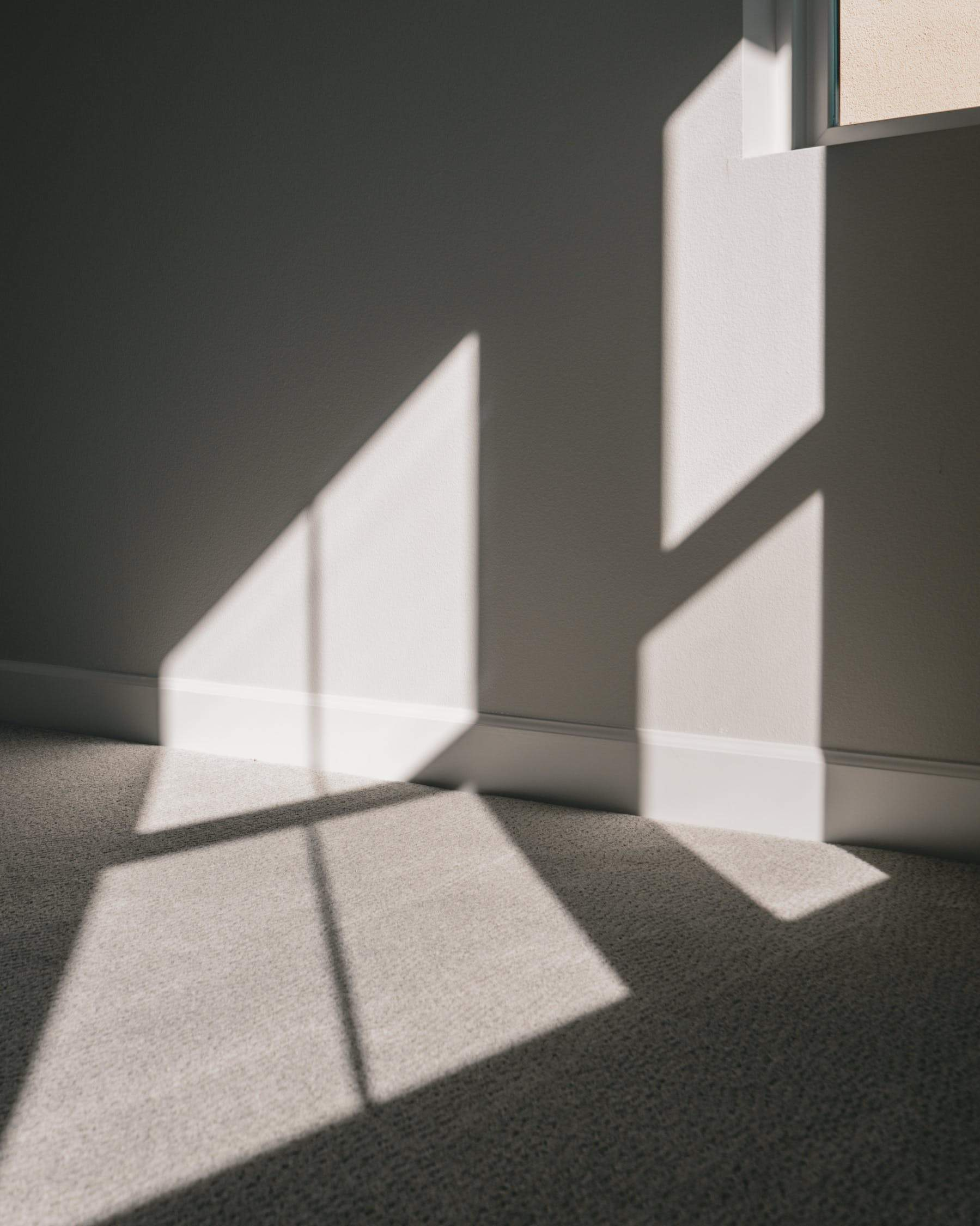 В стіні та підлозі не повинно бути тріщин