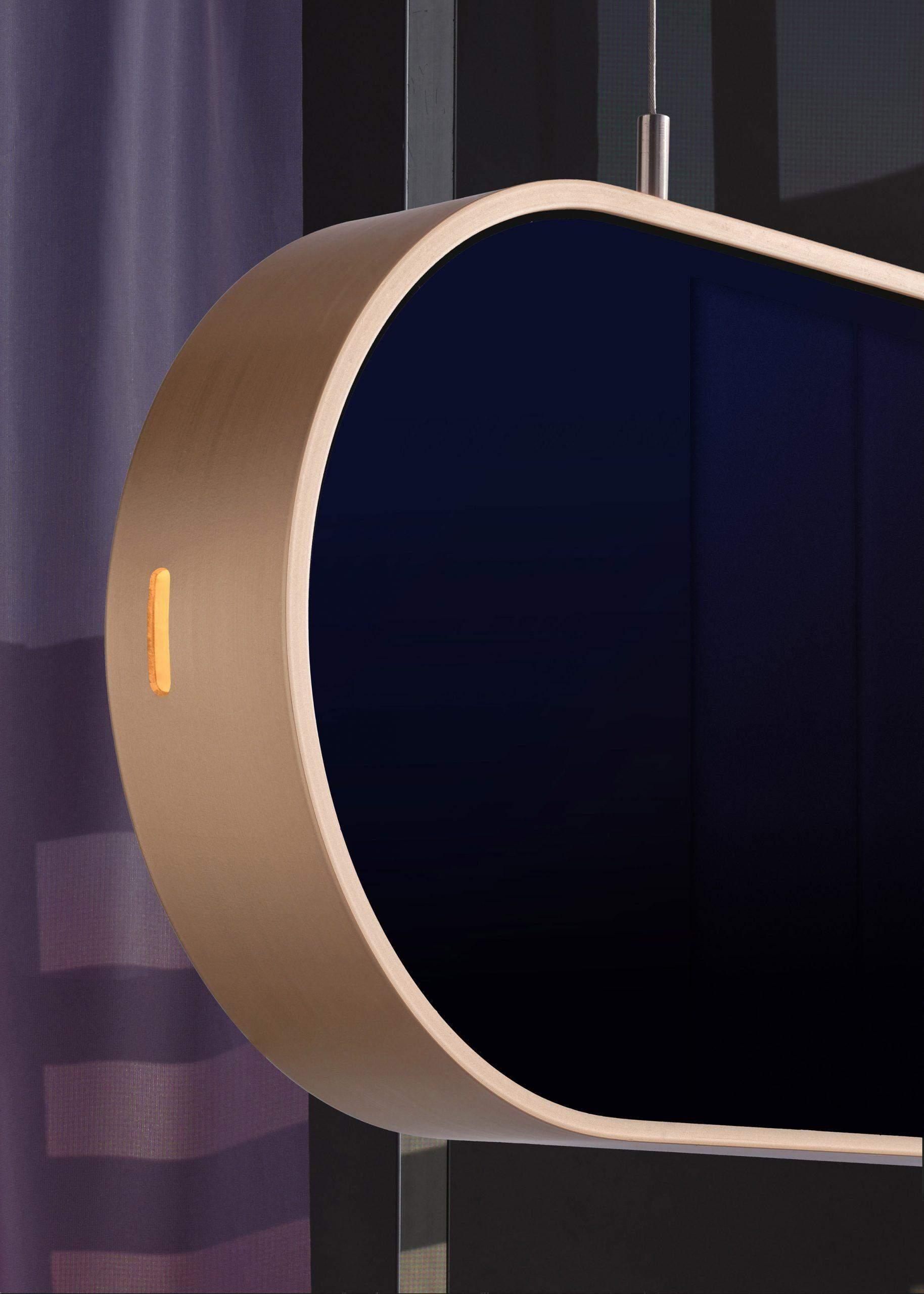 Міняти режими можна за допомогою сенсорів на алюмінієвій рамі
