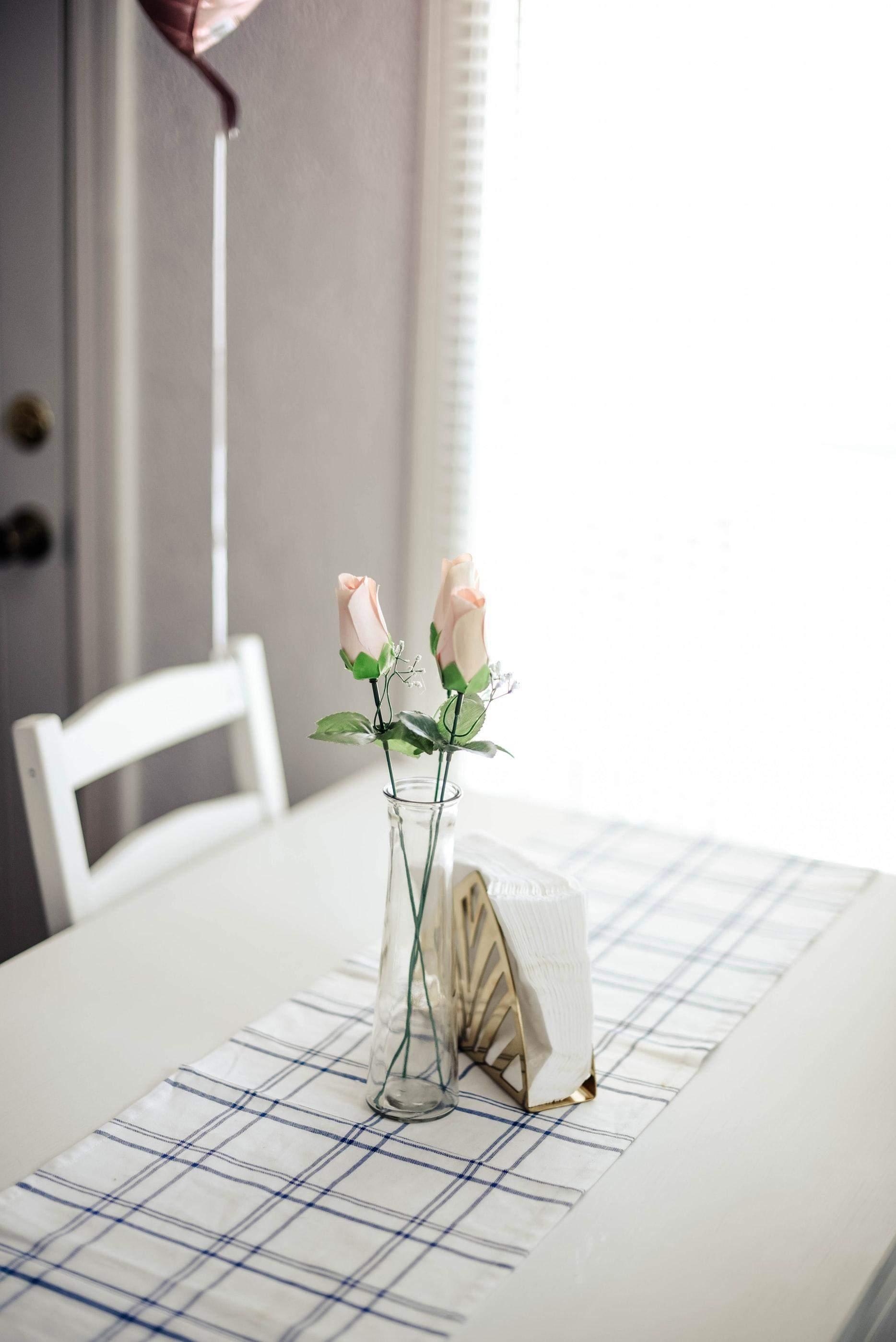 Штучні квіти збирають пил