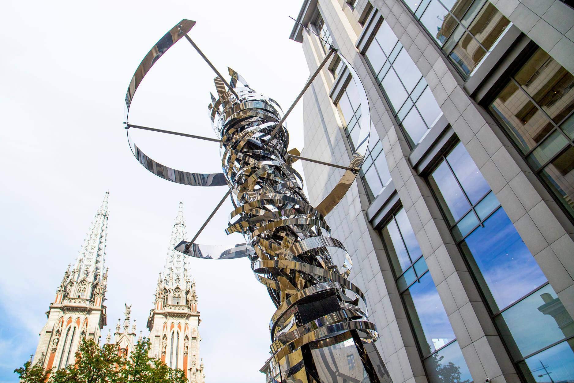 Скульптура ДНК-молекули в Києві