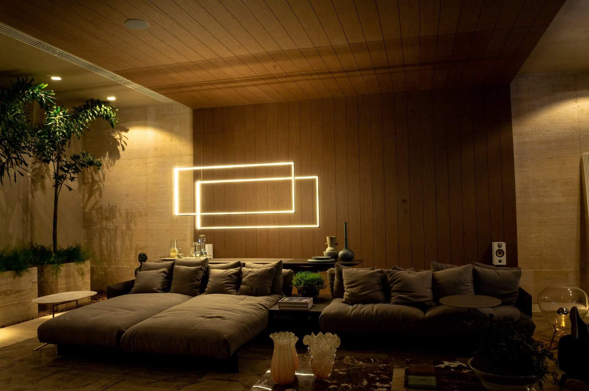 Підсвітка – вдалий варіант для маленької кімнати